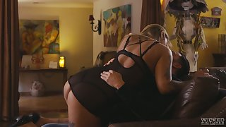 Tattooed girlfriend Kleio Valentien gives a estimable blowjob winning crazy cock riding session